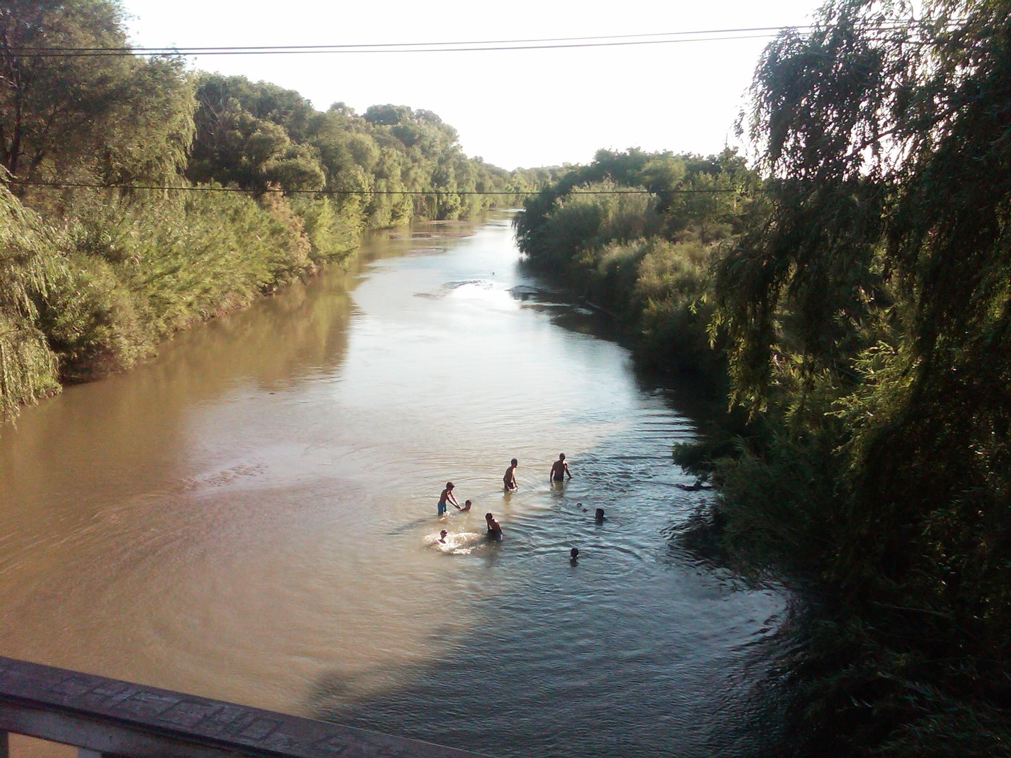 El río, la ciudad y su gente.
