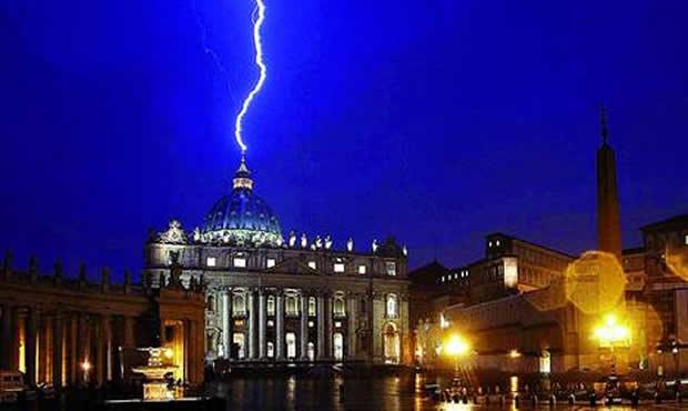 Perturbación por un rayo que cayó sobre la basílica de San Pedro