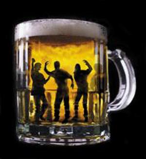Concejales y vecinos debaten sobre la problemática de los jóvenes y el alcohol en La Carlota.