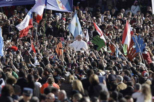 Francisco: 'El poder del papa es el servicio a los pobres'.
