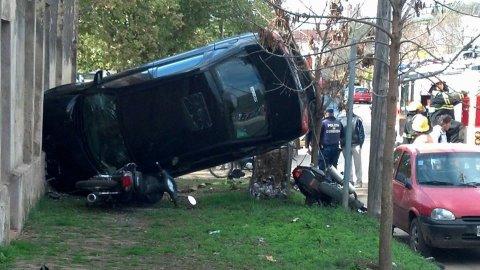 Impactante accidente sobre avenida Vélez Sarsfield. Un herido