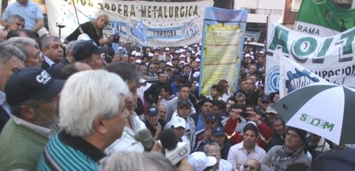 Fm Estrella cubriendo la marcha de los trabajadores en Córdoba.