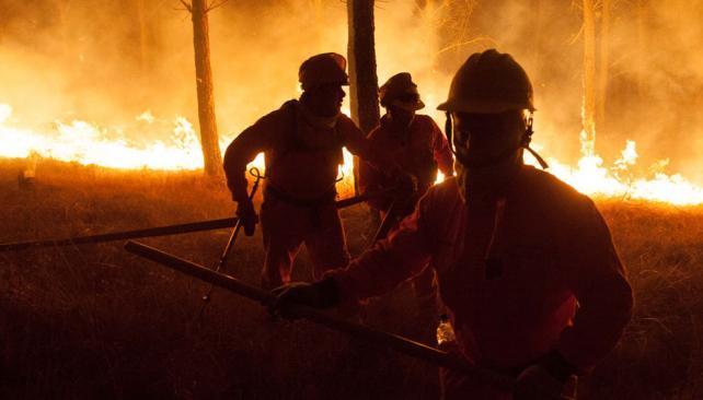 Bomberos parten hacia el incendio del valle de Calamuchita.