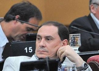 El bloque del Frente para la Victoria quiere al secretario de ambiente en la legislatura.