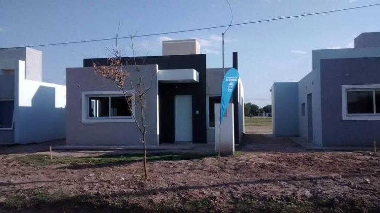 Acto de entrega de viviendas del plan Eva Duarte y Bicentenario