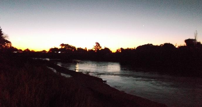 Río Chocancharava por la tarde-noche