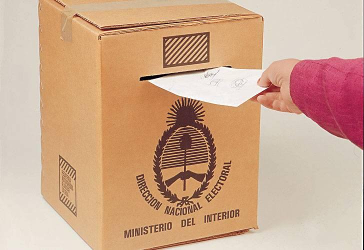Masiva concurrencia de argentinos a votar en el exterior