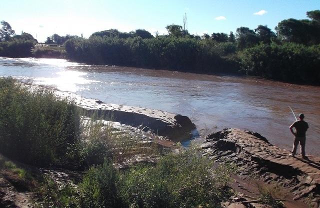 Detalles de la obra de desagües pluviales y limpieza del río
