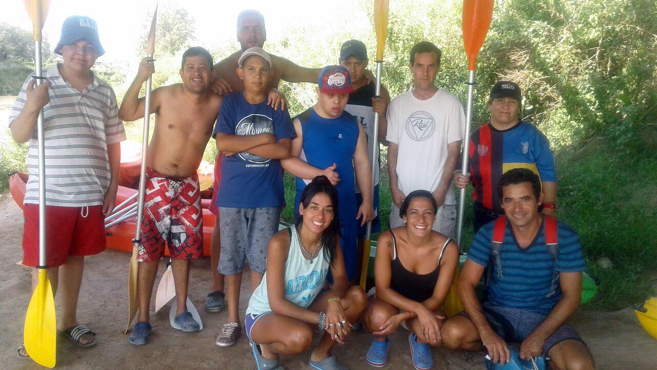 Integrantes de la Escuela de Deporte Adaptado realizaron una travesía en kayak