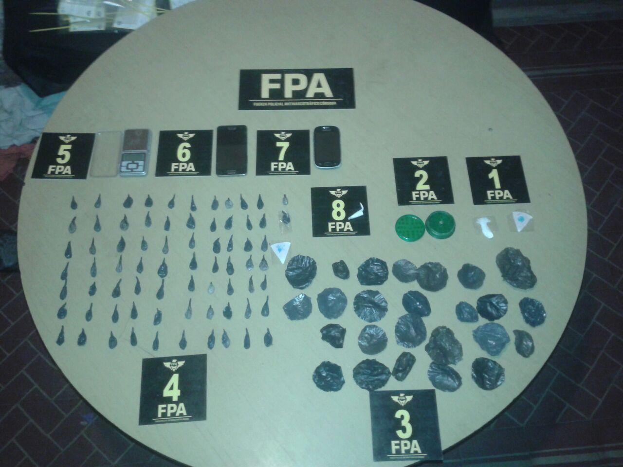 Dos puntos de venta de drogas cerrados en Villa María. Tres detenidos