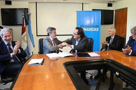 Finanzas firmó un convenio de colaboración con la AFIP