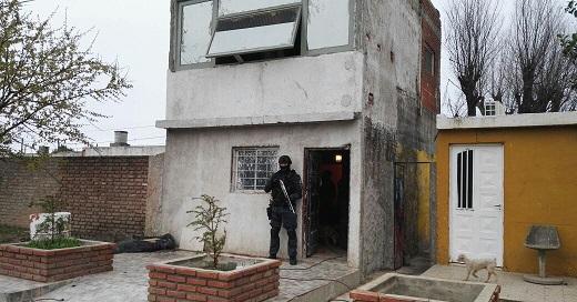 Villa Nueva: la FPA detuvo a una pareja que vendía drogas frente a una iglesia