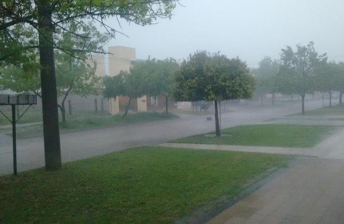 Intensa lluvia en la ciudad y rige alerta