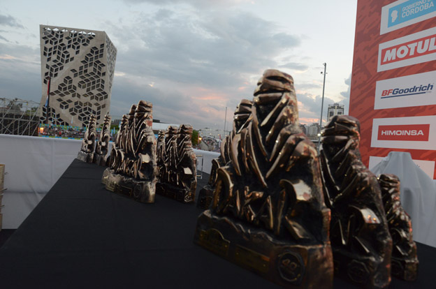 Una multitud presenció el cierre del Dakar en el Centro Cívico
