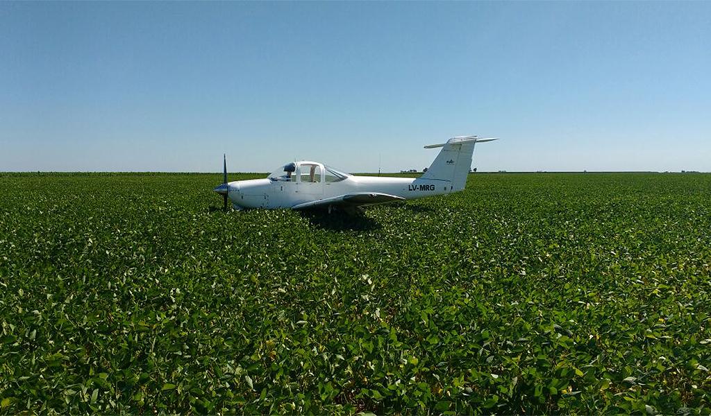 Volaban de Córdoba a Laboulaye y aterrizaron de emergencia en un campo