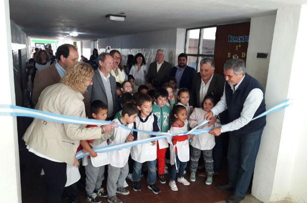 Grahovac inauguró cuatro nuevas aulas y firmó convenio por nuevas obras en establecimientos escolares.