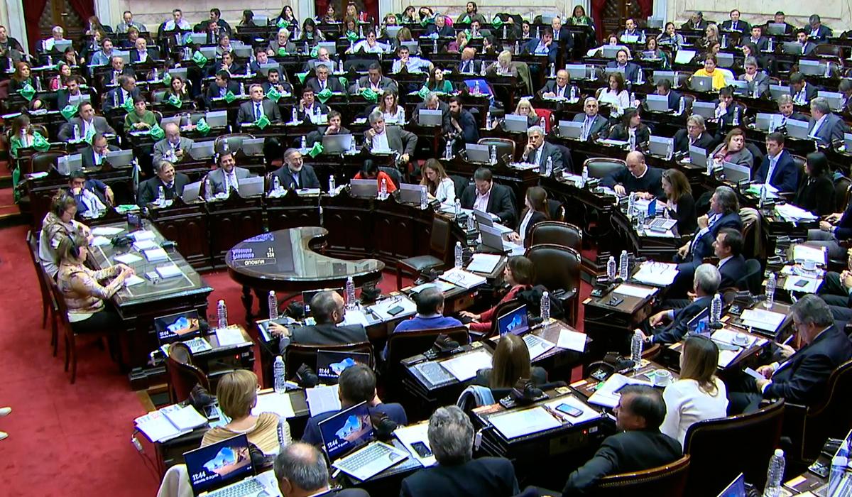 Diputados aprobó el proyecto de aborto legal en una sesión dividida