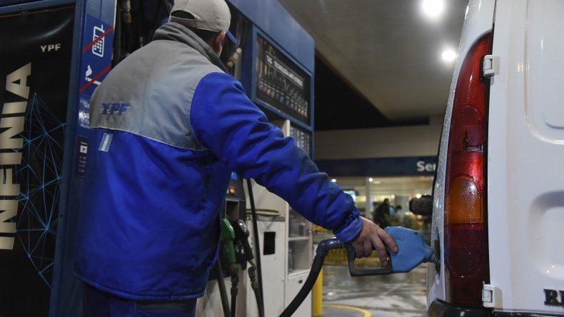 Vuelven a subir las naftas: hasta un 8 por ciento