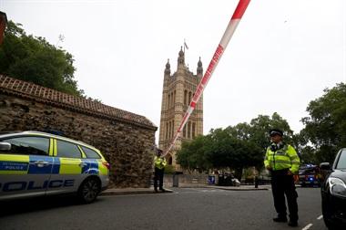 Londres: estrelló su auto contra el Parlamento y dejó varios heridos
