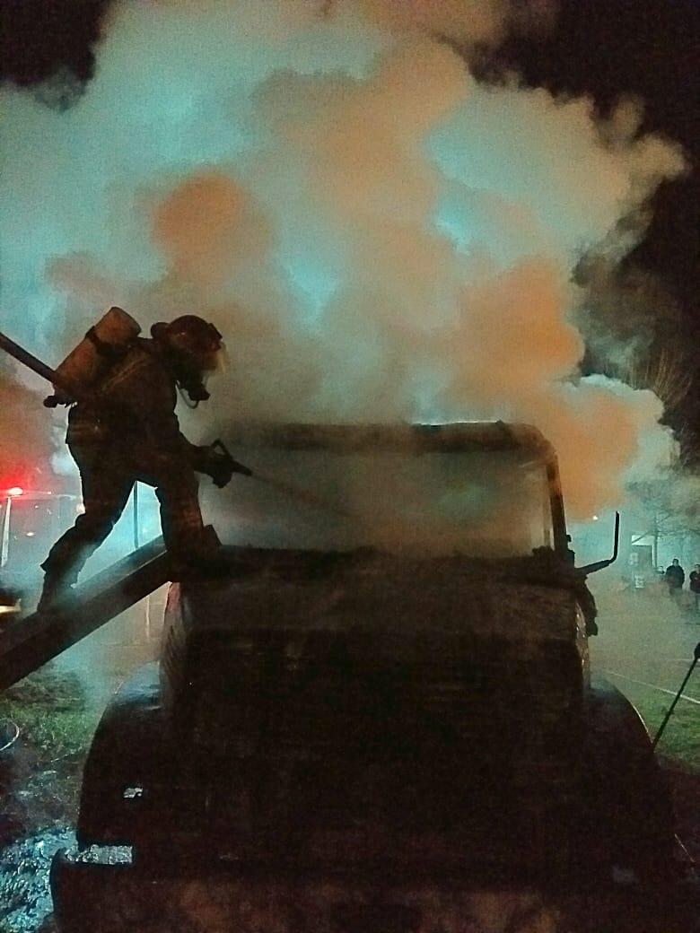 Principio de incendio en un camión movilizó a bomberos