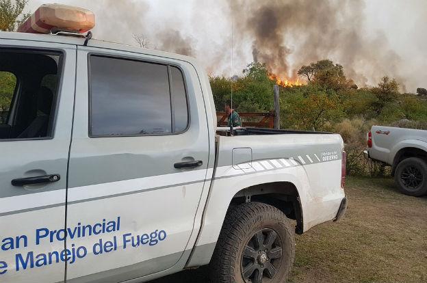 Mejoran las condiciones pero continúa el fuego en Traslasierra