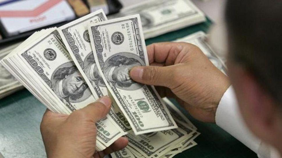 El dólar abrió la semana en baja