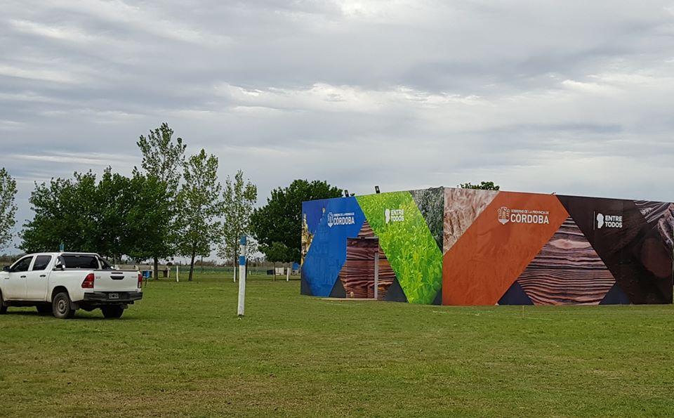 Expo: comenzó la colocación de estructuras
