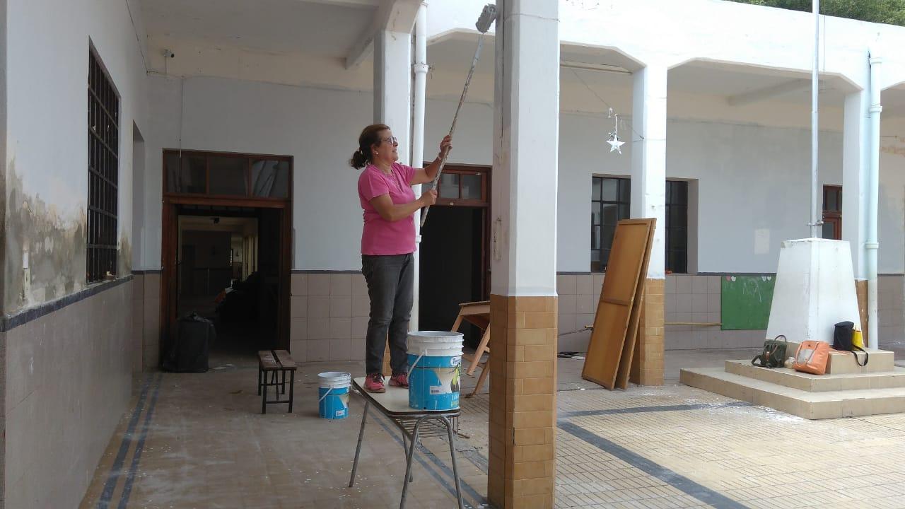 Instituto Nuestra Madre de la Merced: Entre docentes, directivos y alumnos pintaron la escuela
