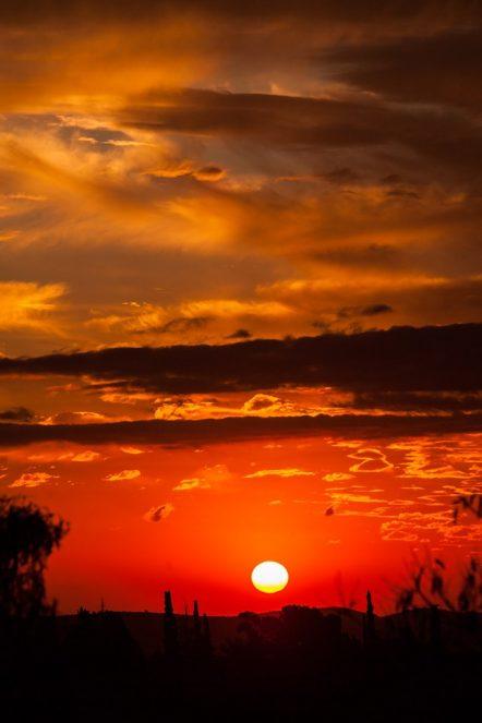 Los Cocos, el pueblo mágico donde el sol tiñe de naranja el cielo celeste y la verde naturaleza