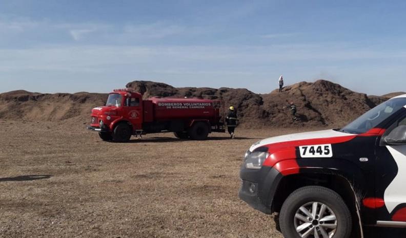 Sofocaron un incendio de cáscaras de maní en un campo cerca de Cabrera