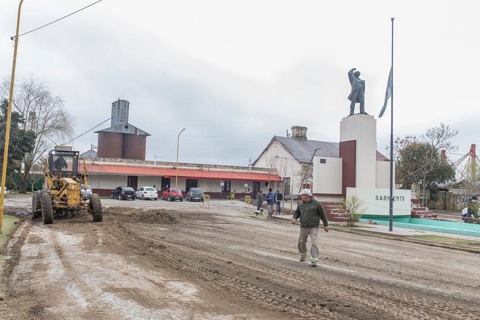 BELL VILLE: remodelan el monumento a Domingo Faustino Sarmiento y el frente del ferrocarril
