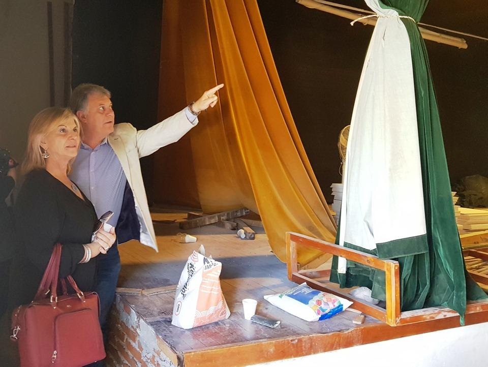 LA CARLOTA: La presidenta de la agencia córdoba cultura y el intendente observaron los trabajos de reforma en el teatro municipal