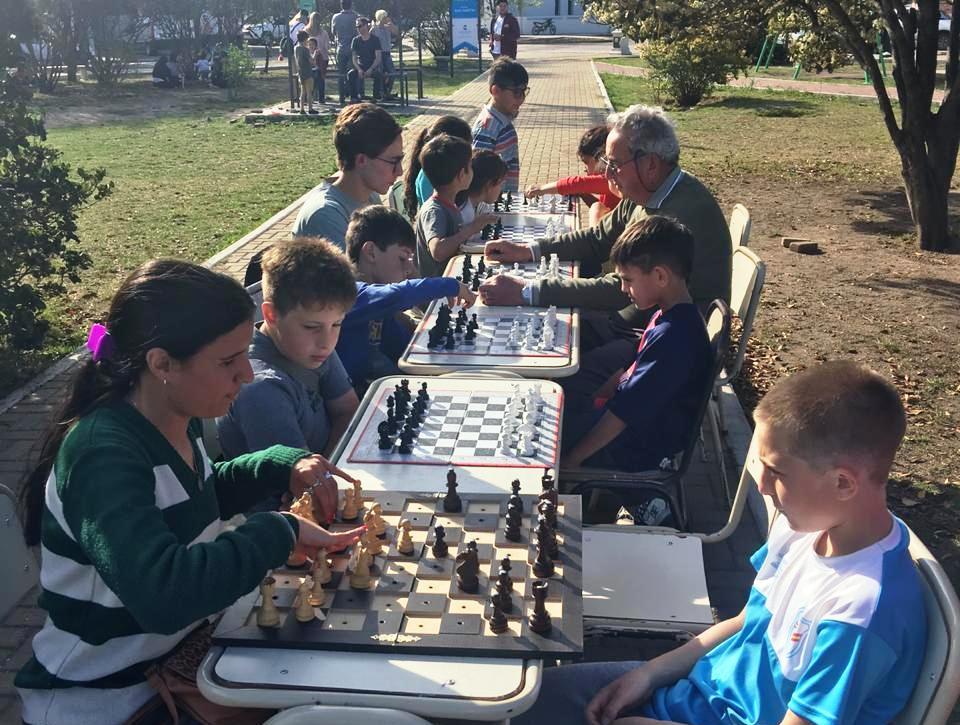 LA CARLOTA: la Escuela Municipal de Ajedrez y la Secretaría de Educación y Cultura te invitan a jugar al ajedrez