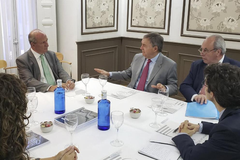 Schiaretti en Madrid: positivas reuniones con el Deutsche Bank y empresas