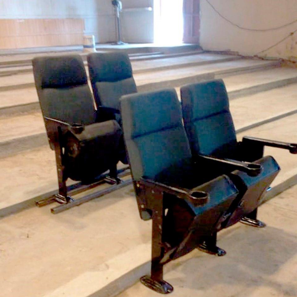 LA CARLOTA: llegaron las nuevas butacas del Teatro Municipal