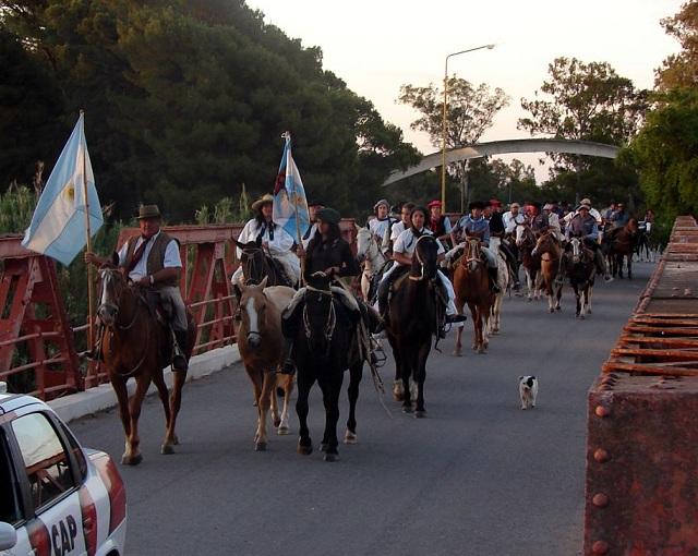 Cabalgata hacia la gran fiesta de la tradición