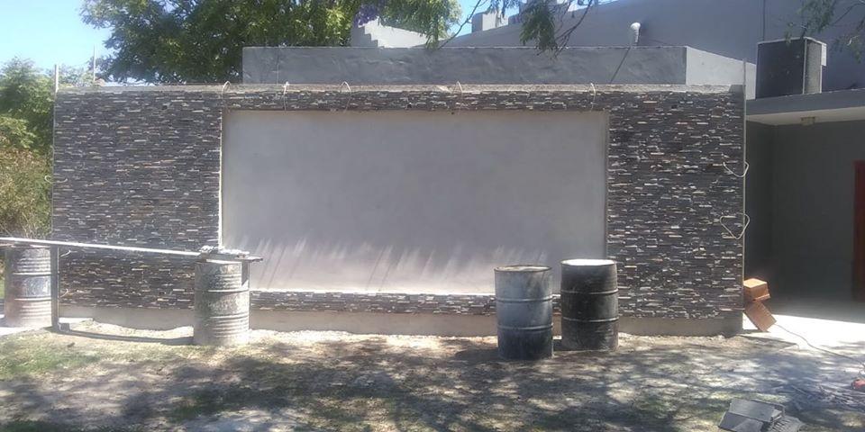 LA CARLOTA: continúa la remodelación del teatro municipal