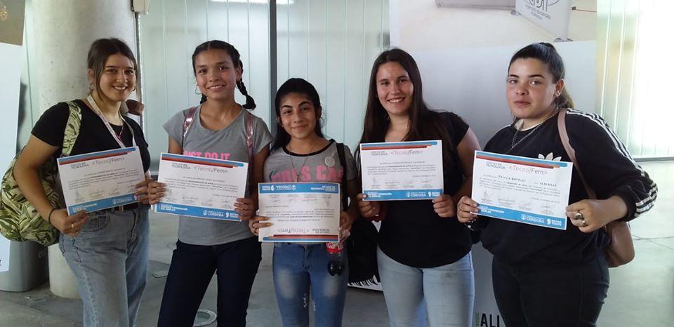 LA CARLOTA: adolescentes recibieron en Córdoba el certificado de finalización de la capacitación tecno FEM