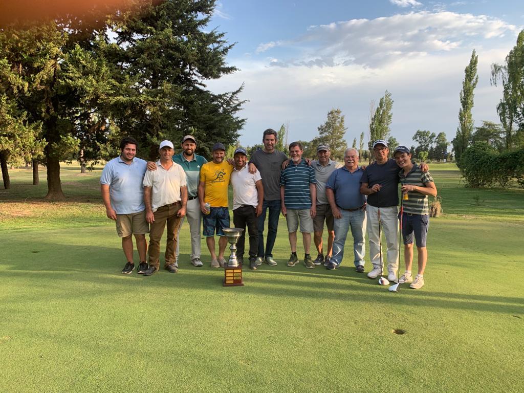 Establecimiento Don Aristides logra el bicampeonato en el torneo de golf de Los Campos