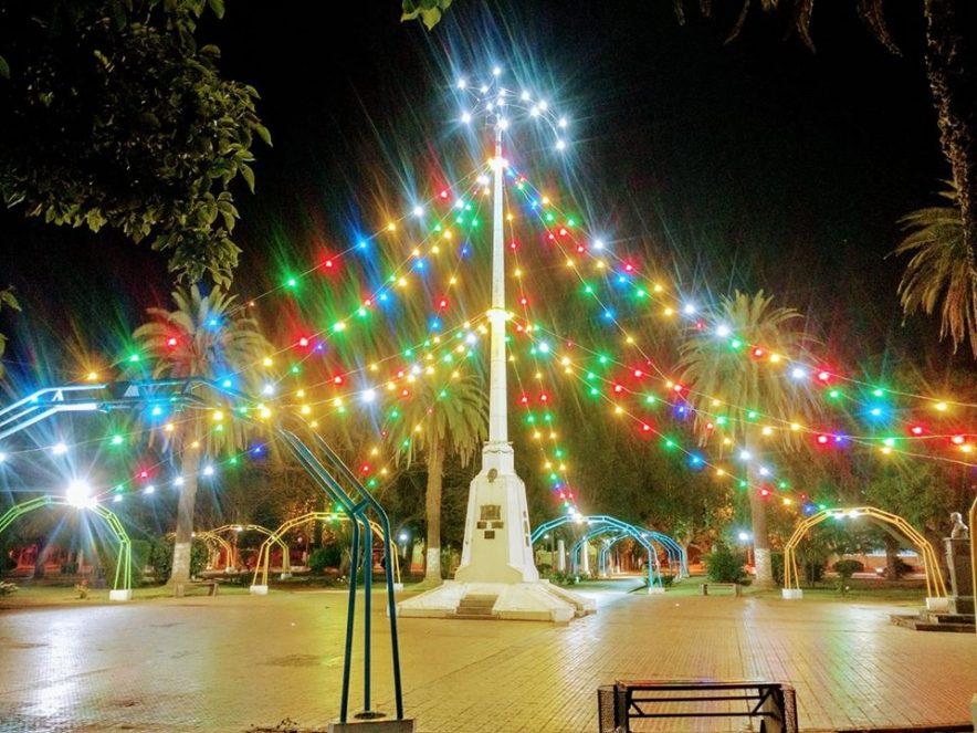 ISLA VERDE: ya luce encendido su árbol navideño
