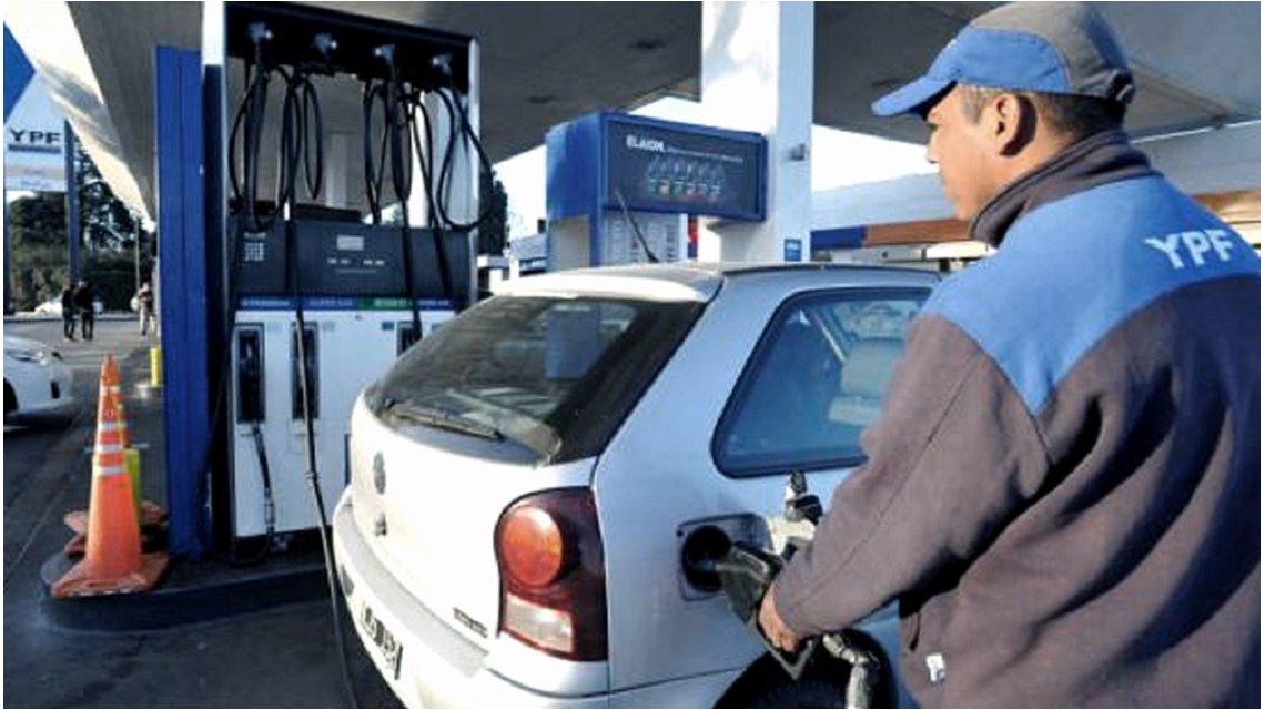 YPF dio marcha atrás y suspendió el aumento del 5% en el precio de los combustibles