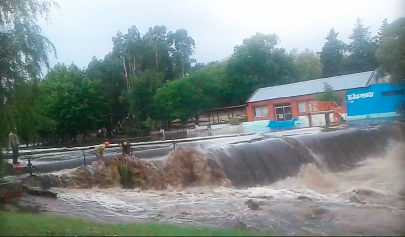 ACHIRAS: creció el río después de la tormenta de esta madrugada
