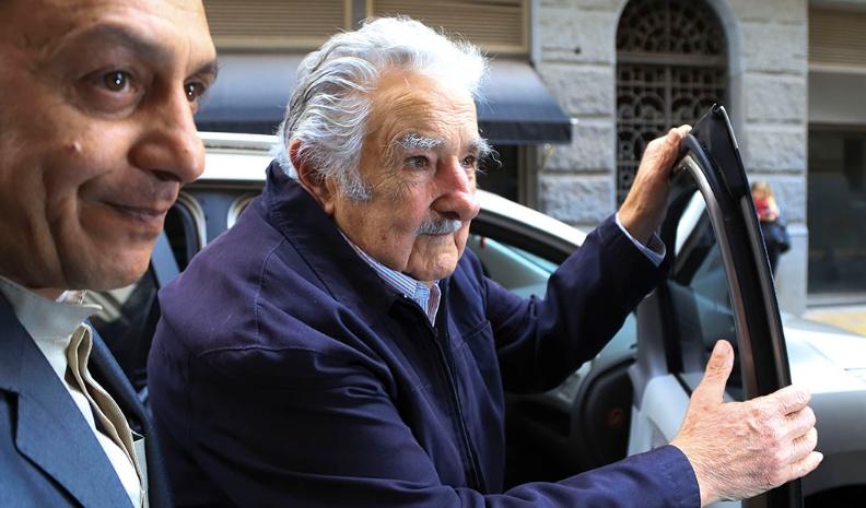 Mujica no quiere que «100 mil cagadores argentinos» inviertan en Uruguay