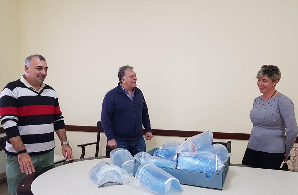 LA CARLOTA: el IPET 100 entregó protectores faciales al municipio