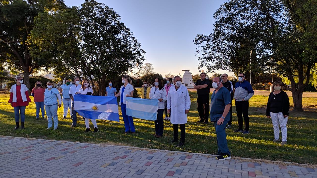 LA CARLOTA: Multitudinaria caravana de médicos tras las imputaciones a colegas