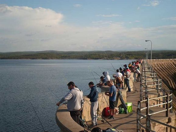 CRUZ DEL EJE: habilitan la pesca comercial en el dique