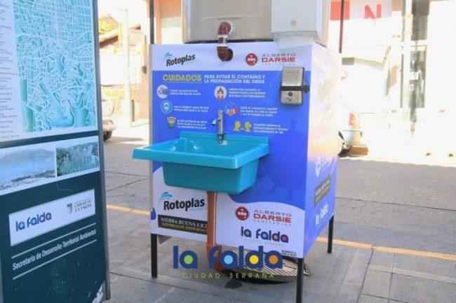 En pleno centro de La Falda montaron una estación para el lavado de manos