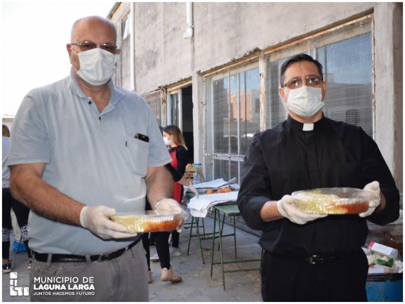 Laguna Larga: entregaron más de 700 raciones de albóndigas con salsa