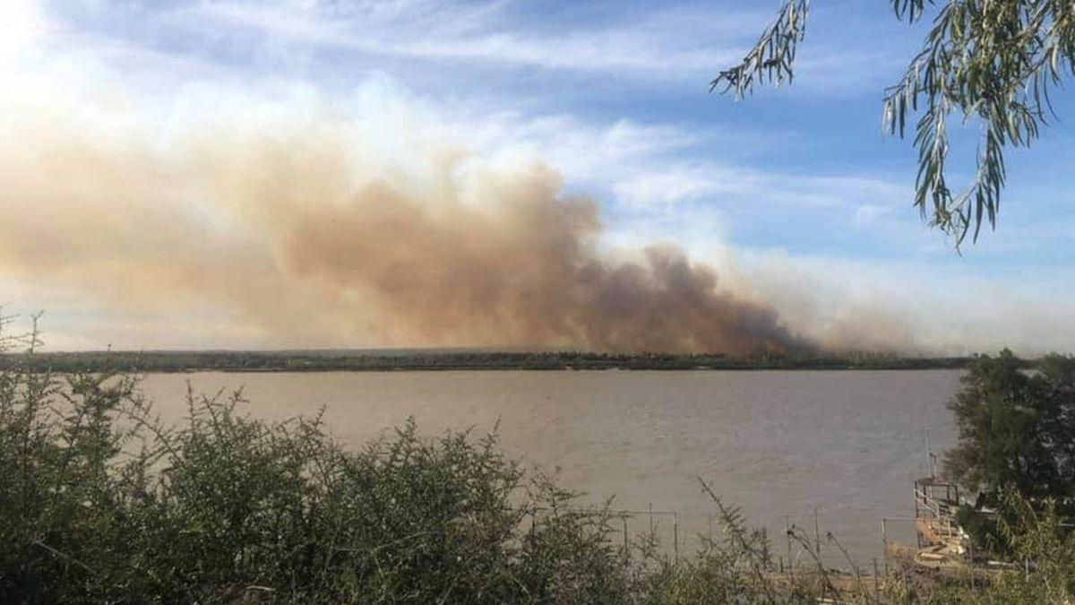 En Rosario volvieron a denunciar quema de pastizales en las islas del Paraná