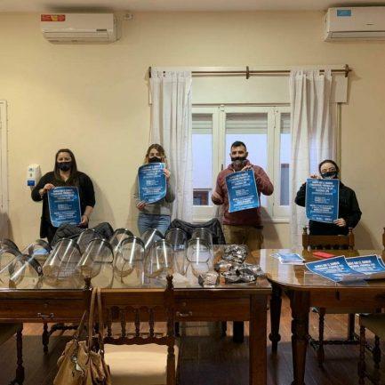 ALTA GRACIA: mujeres hipoacúsicas distribuyen barbijos y mascarillas transparentes en comercios